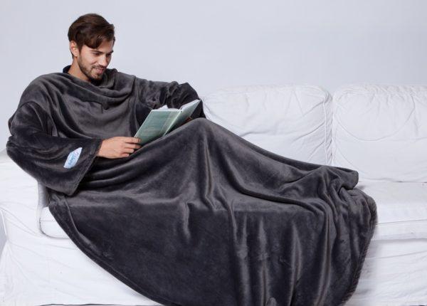 Согревающий плед-халат с рукавами