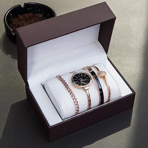 Женские часы с набором браслетов