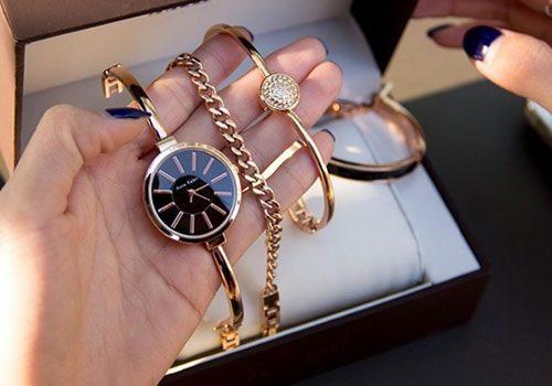 Часы с набором браслетов