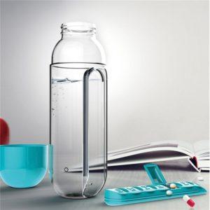 Бутылка для воды с органайзером для таблеток